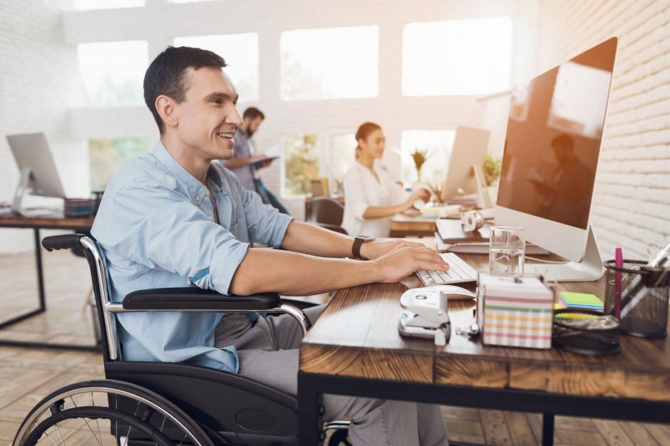 Dostępność plus: Innowacje społeczne i dostępność architektoniczna w cenie