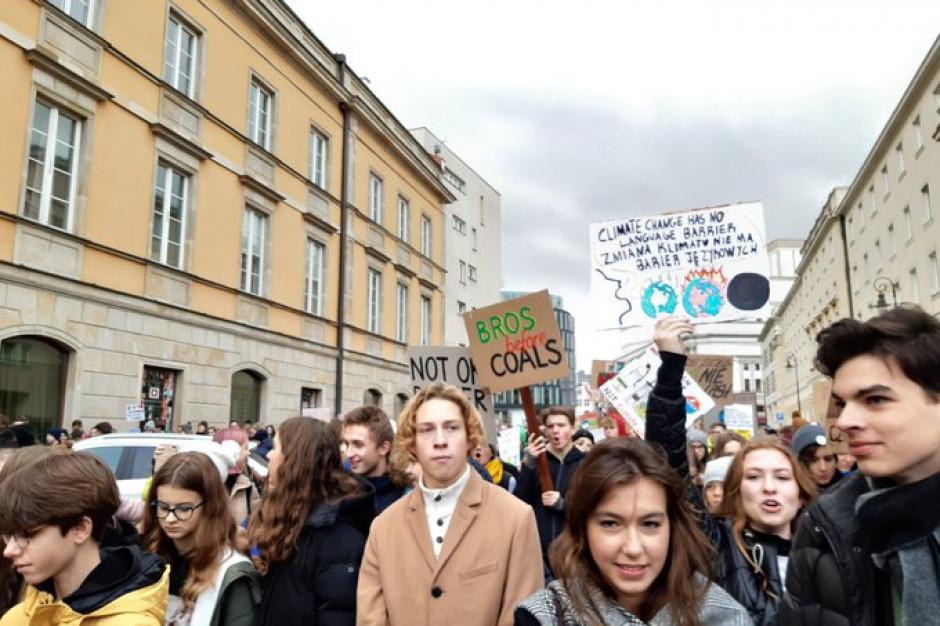 Młodzież wyszła na ulice miast w całej Polsce