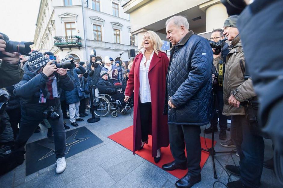 Na Piotrkowskiej w Łodzi odsłonięto gwiazdy Katarzyny Figury i Jerzego Stuhra