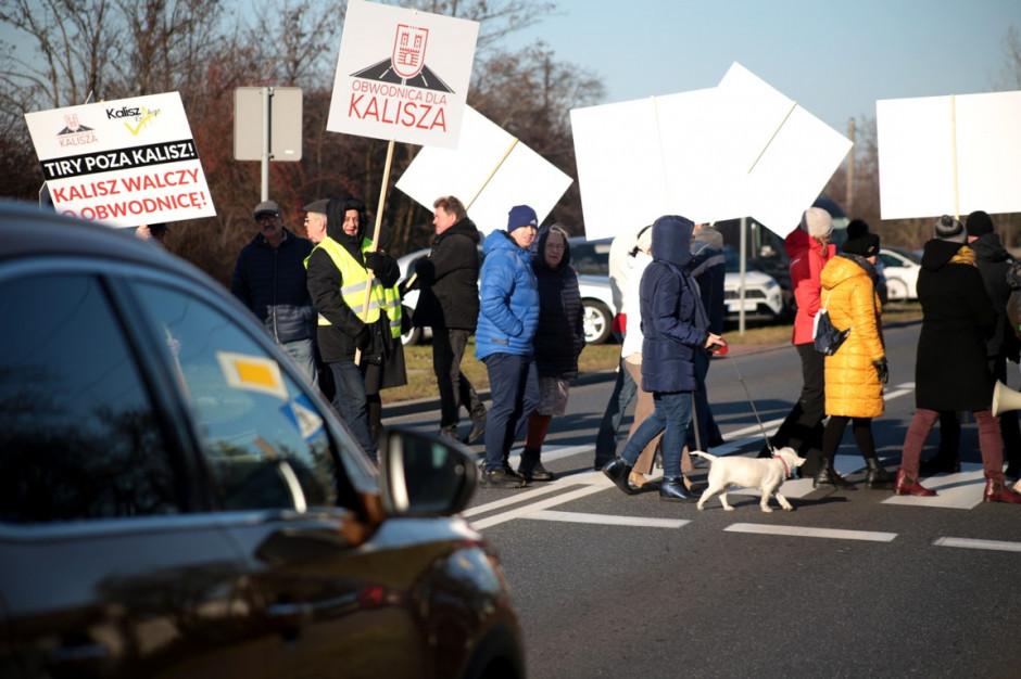 Blokada DK 25: protestujący żądają przyspieszenia decyzji ws. budowy obwodnicy Kalisza