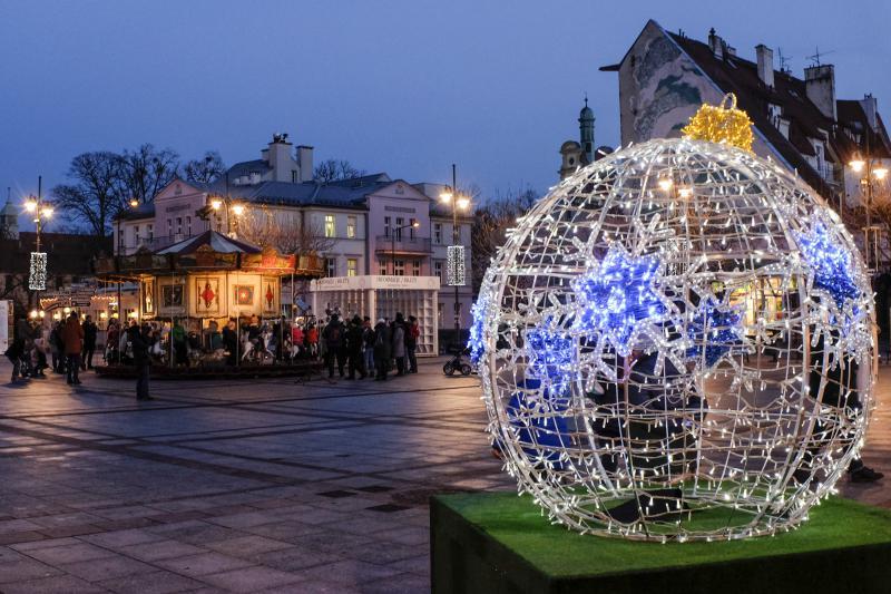 W Sopocie iluminacje świąteczne będą świecić do 2 lutego 2020 r. (fot. Fotobank.pl/sopot.pl)