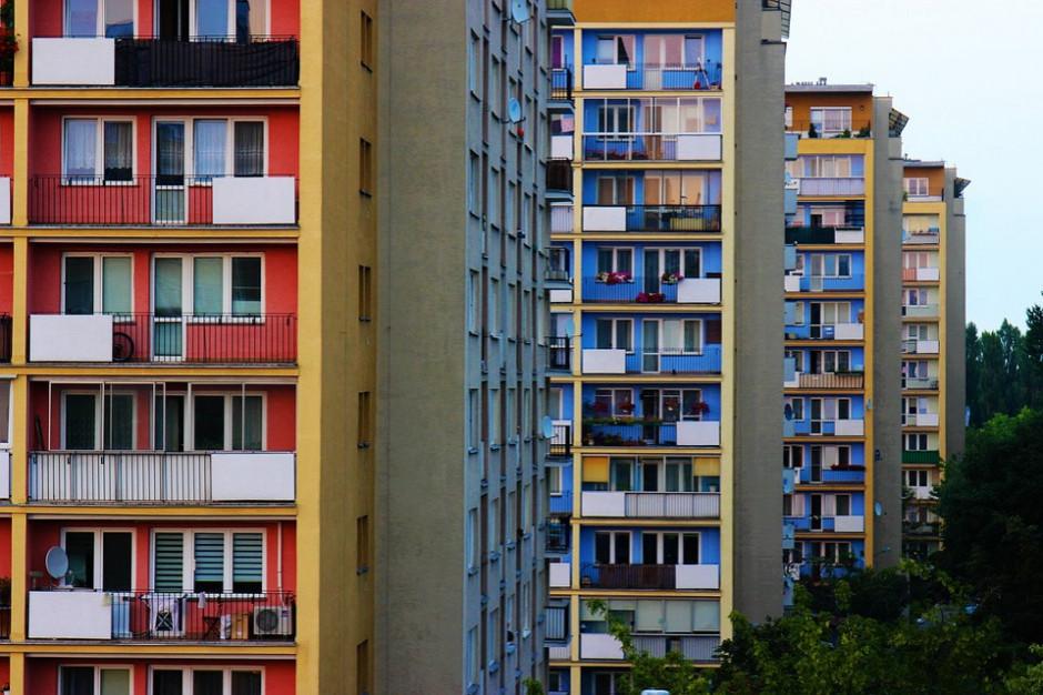 Przekształcenie wieczyste w Warszawie: mieszkańcy czekają na zaświadczenia, ratusz uspokaja