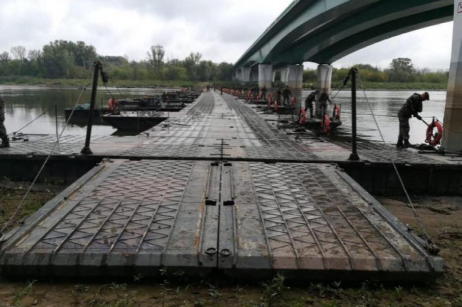 Warszawa:  Prawie 200 tys. zł kosztował most pontonowy przez Wisłę