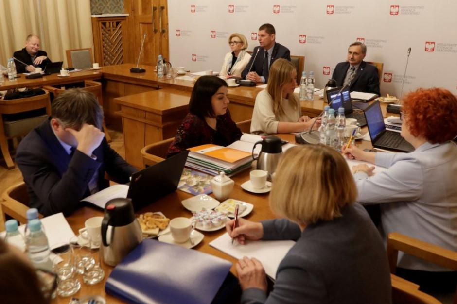 Forum Związków Zawodowych: 6-procentowa podwyżka nie rozwiąże problemów polskiej oświaty
