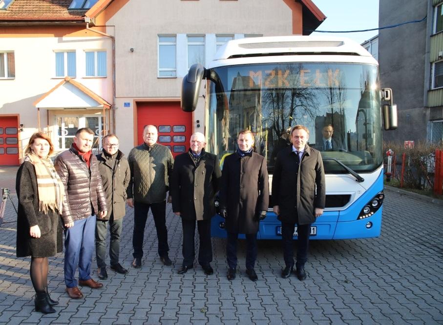 Uroczyste przekazanie autobusów odbyło się w czwartek (5 grudnia) (fot mat. pras. Weber Shandwick)