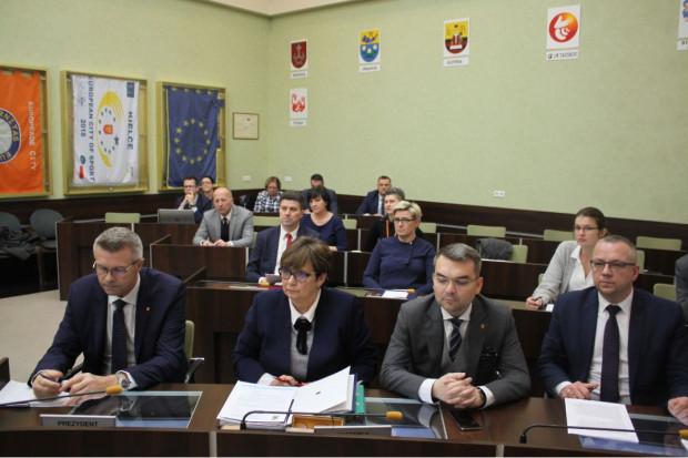 Nadzwyczajna sesja rady miasta w Kilecach (fot.um.kielce.pl)