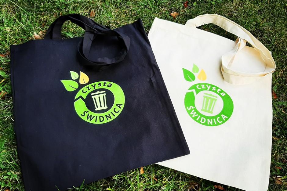 Świdnica walczy z plastikiem. Rozdaje ekologiczne torby