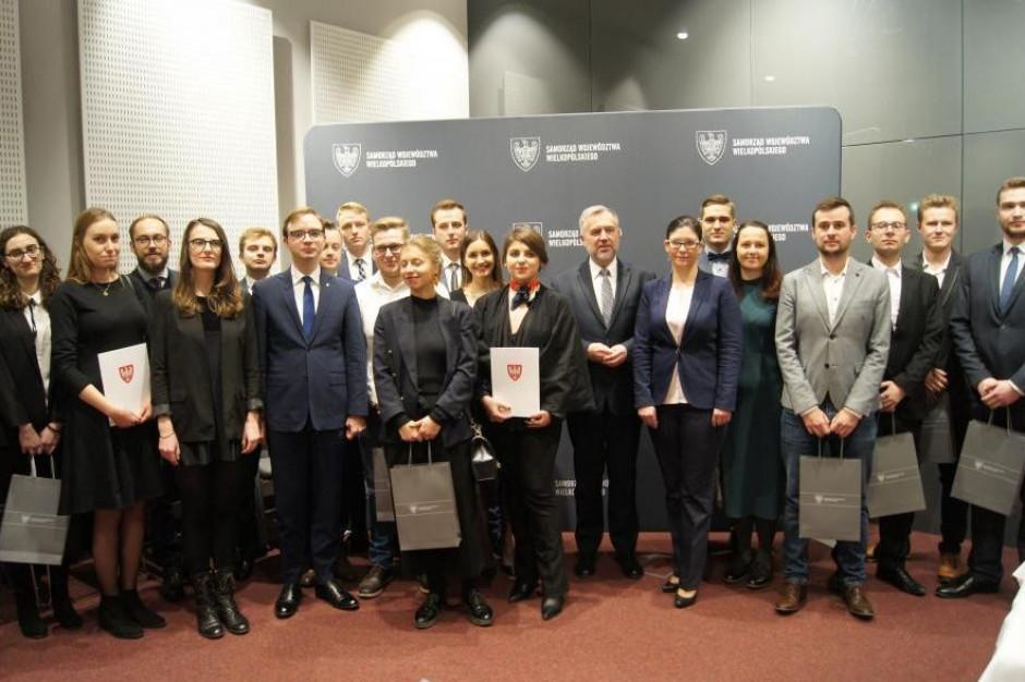 Wielkopolska: Marszałek wręczył stypendia wybitnym uczniom i studentom
