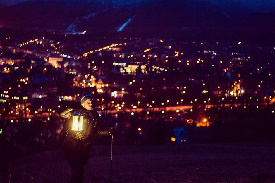 Betlejemskie Światło Pokoju dotarło do Polski. Teraz trafi do szkół, urzędów i mieszkańców