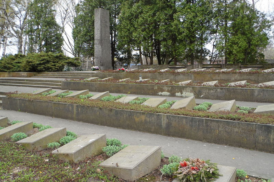 Kwatera historycznych grobów uratowana. Będzie remont na Powązkach