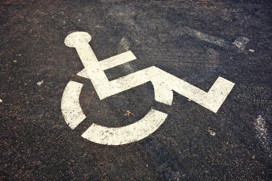 Łódź: Miejsca parkingowe dla niepełnosprawnych powinny być wykorzystywane zgodnie z przeznaczeniem