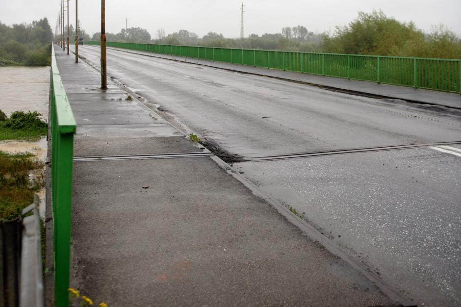 Zamknięty most w Ostrowie można szybko przebudować? Samorząd sprawdzi