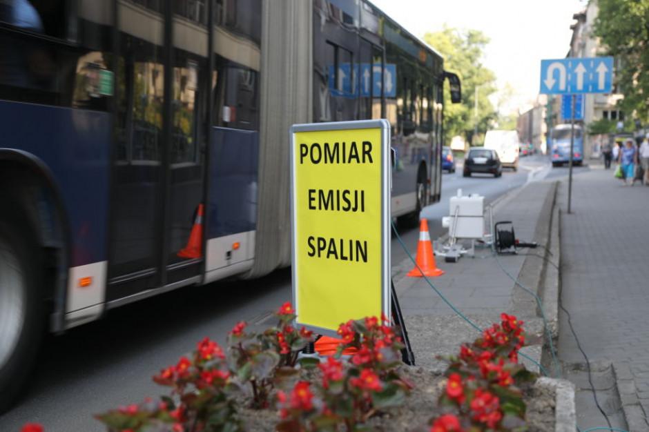 Kraków chce norm emisji dla prywatnych autobusów. Miasto podsumowało badania spalin w transporcie