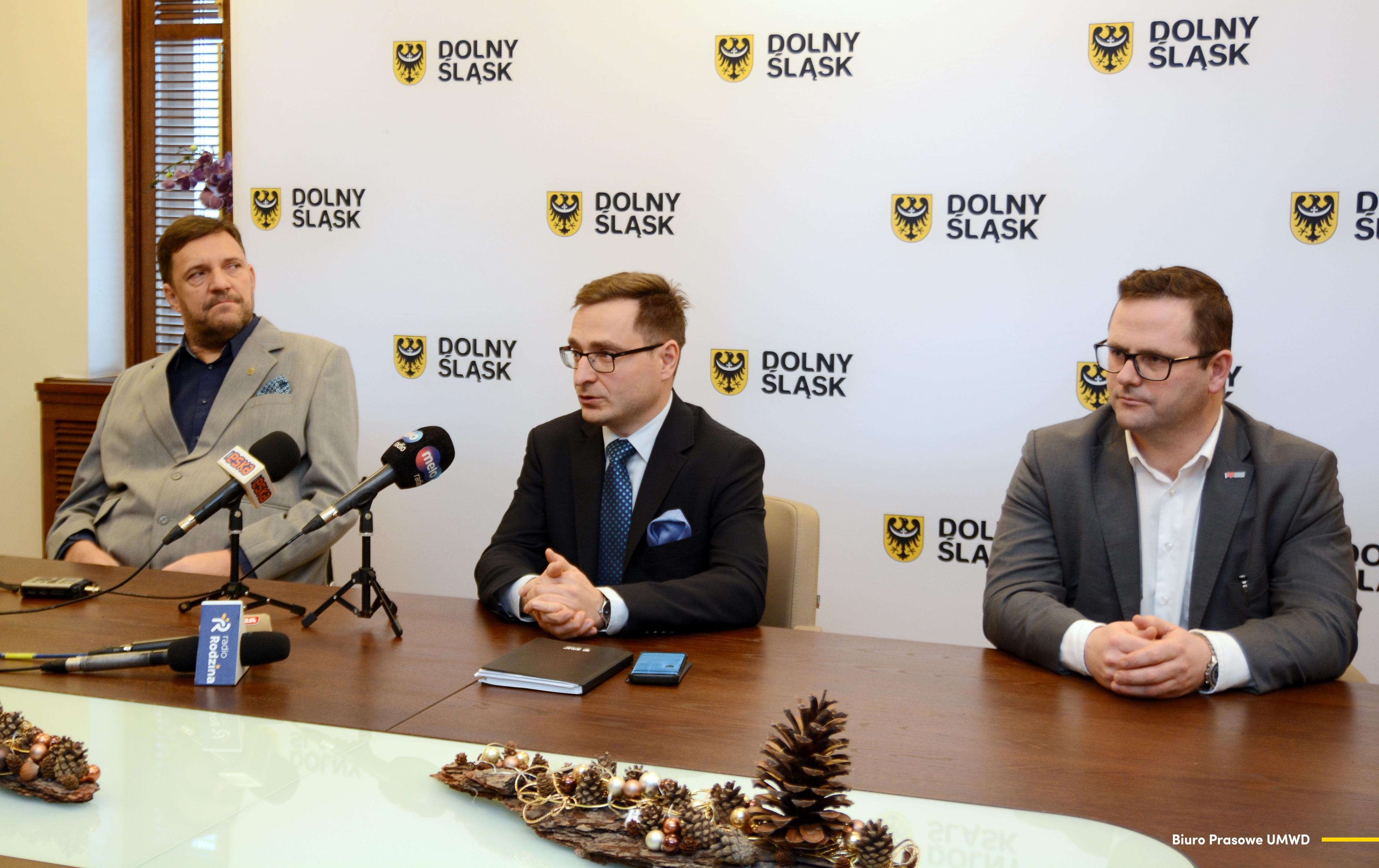 Dofinansowane zostaną projekty na udostępnienie usług asystenckich, przerwy wytchnieniowej i regeneracyjnej dla mieszkańców czterech subregionów: wrocławskiego, legnicko-głogowskiego, jeleniogórskiego i wałbrzyskiego (fot. umwd.dolnyslask.pl)