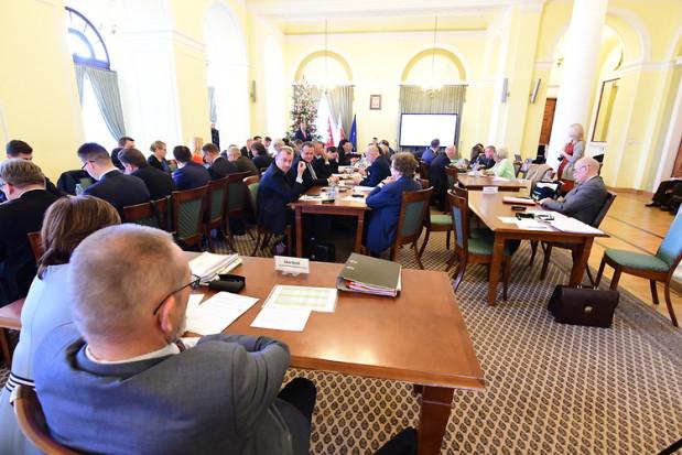 Radni sejmiku podczas sesji budżetowej (fot.mazovia.pl)