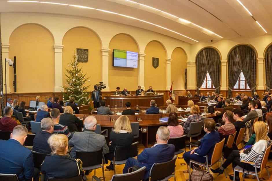 Przyjęto budżety na 2020 rok dla Olsztyna i Dąbrowy Górniczej