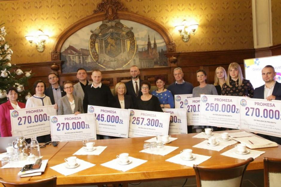 Budżet obywatelski w Legnicy: autorzy zwycięskich projektów odebrali promesy