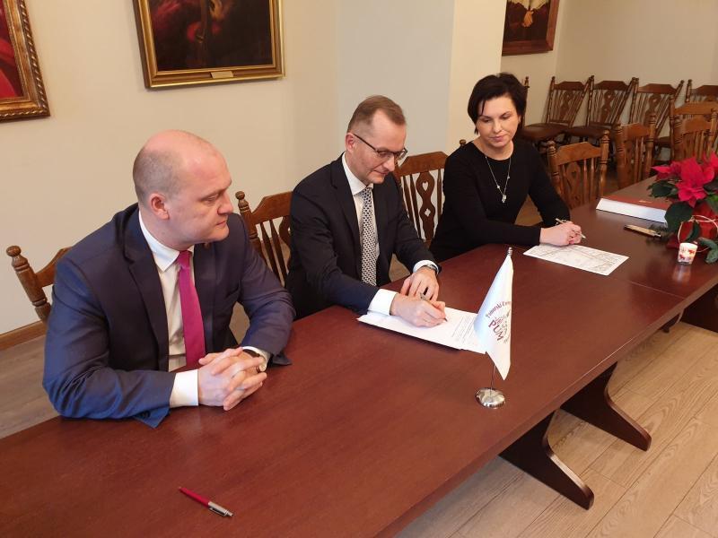 Prezydent Szczecina i władze uczelni podpisali akt 19 grudnia 2019 (Fot. szczecin.eu)