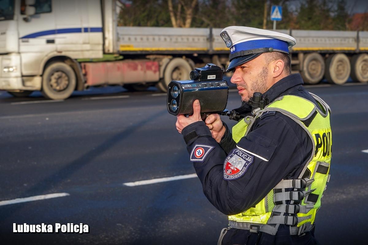 Policja ostrzega, że choć jej działania są wymierzone w kierowców, którzy przekraczają prędkość, to patrole będą zwracały uwagę na każde zachowanie niezgodne z prawem (fot. policja.pl)