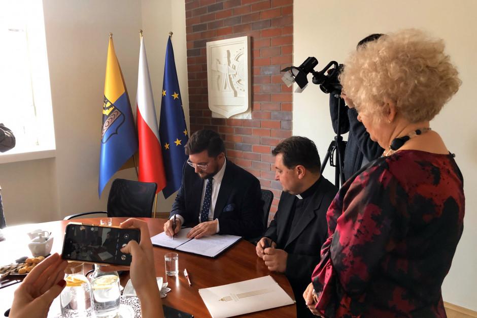 Katowice: Kościół podarował miastu grunt pod rozbudowę szkoły