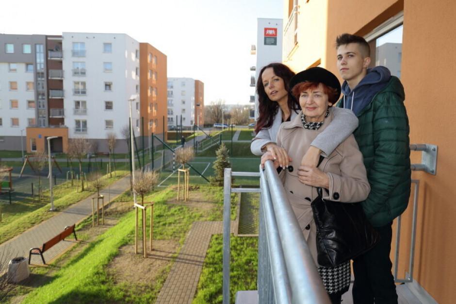 Gdańsk: Kilkadziesiąt rodzin otrzymało klucze do mieszkań komunalnych
