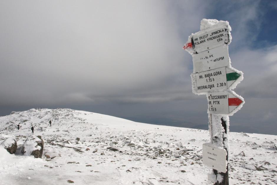Śnieżne Boże Narodzenie w wyższych partiach Beskidów. Zagrożenie lawinowe na Babiej Górze