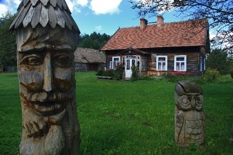 Podlaskie Muzeum Kultury Ludowej będzie konserwować swoje zabytki z drewna i wełny