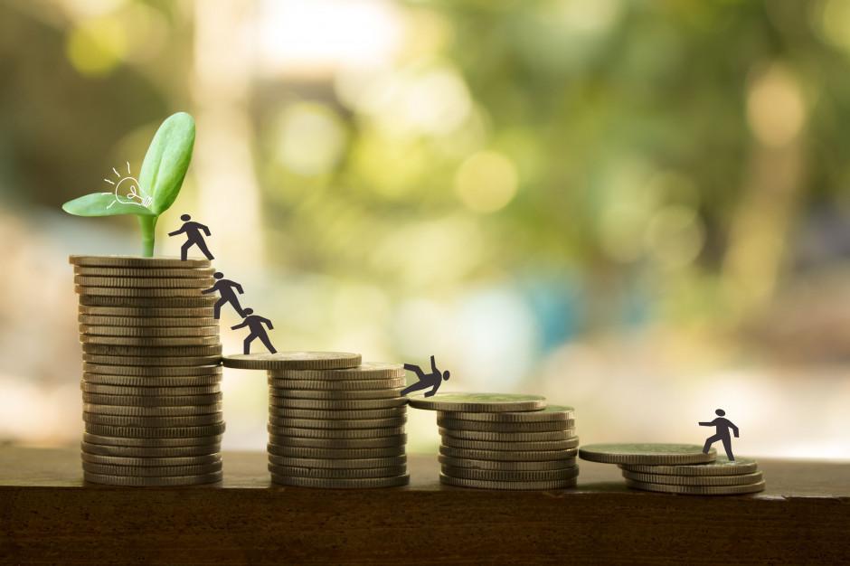 Przeciętne wynagrodzenie wyższe o 7,3 proc. niż przed rokiem