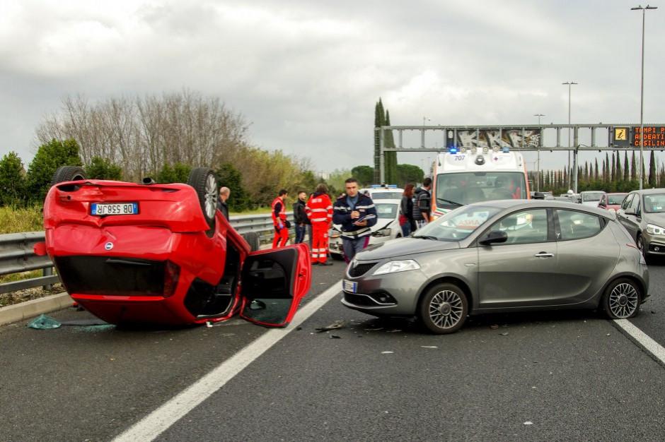 Wstępne dane policji za miniony rok: 2,9 tys. zabitych w wypadkach drogowych