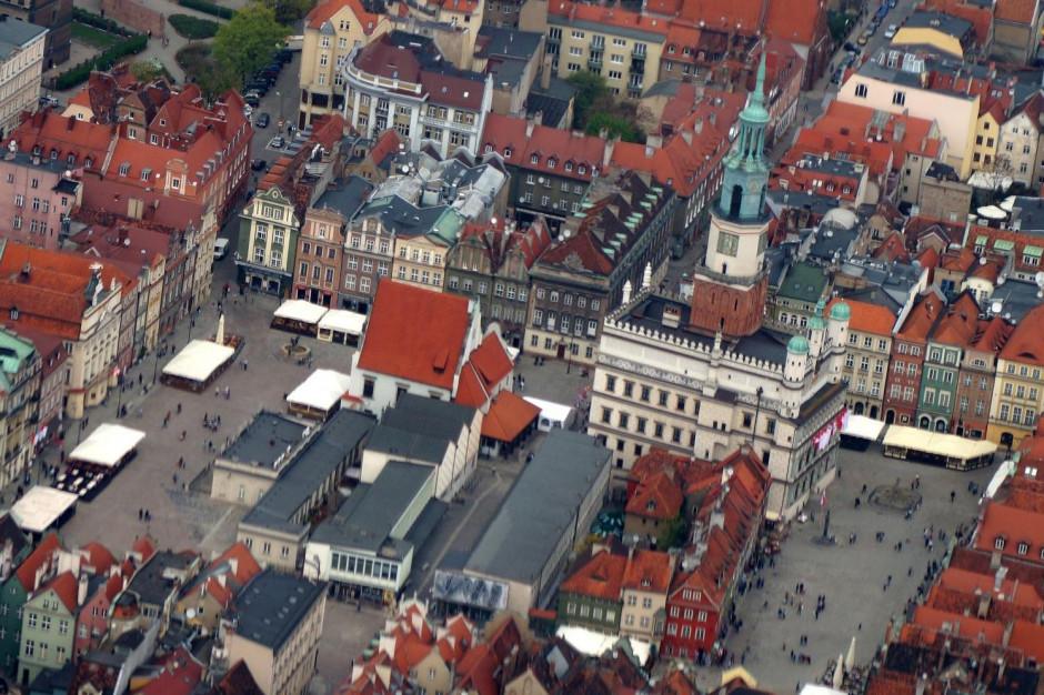 Z Poznania znikają kolejne nielegalne reklamy