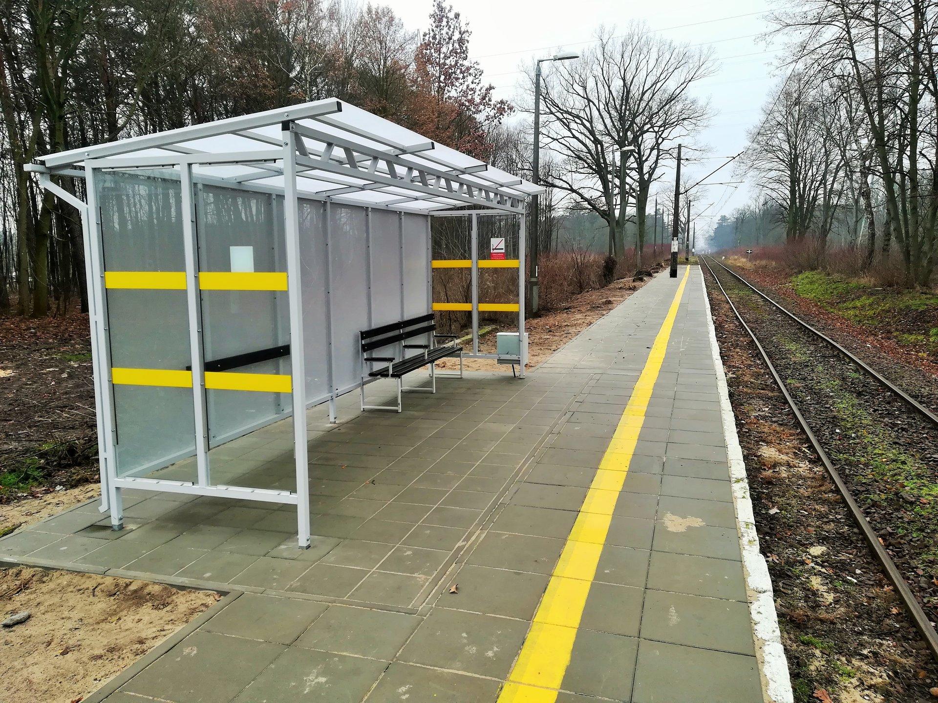 Pod koniec roku odnowiono peron i postawiono nową wiatę na przystanku kolejowym Bydgoszcz Brdyujście (fot. plk-sa.pl)