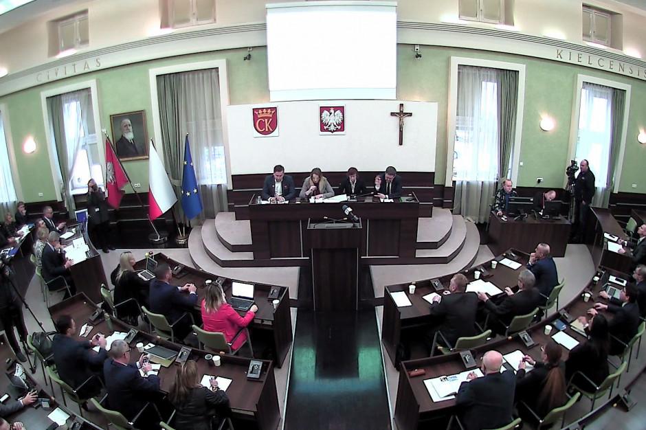 Kielce: Radni zagłosowali. Kamil Suchański nadal przewodniczącym rady miasta