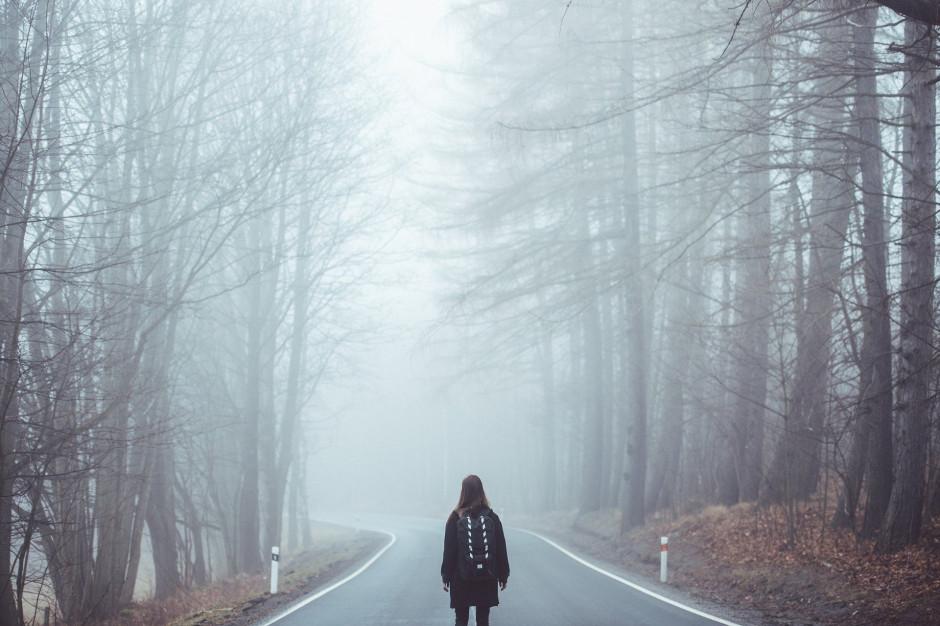 IMGW ostrzega. Gęsta mgła w niektórych województwach
