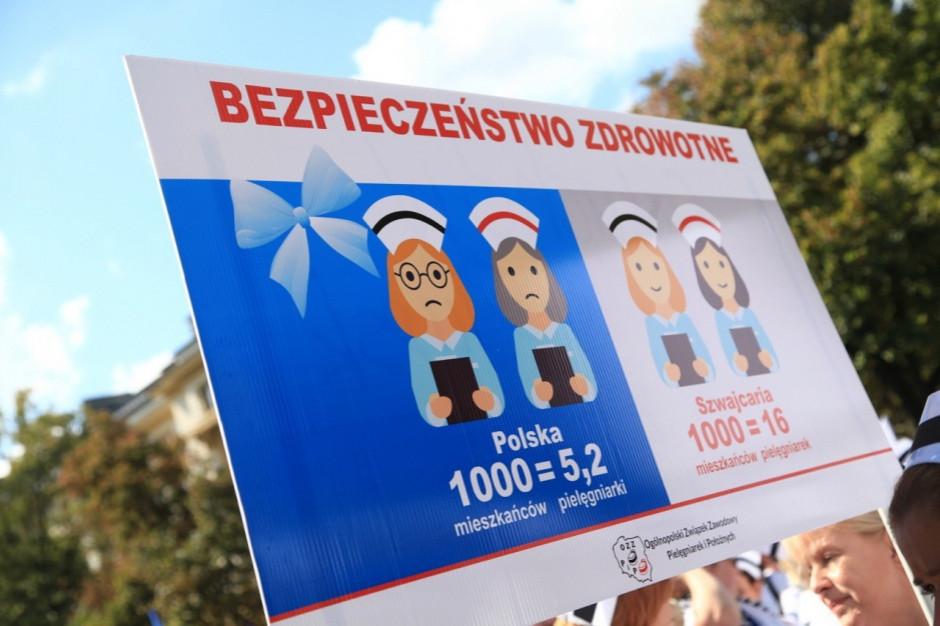 Pielęgniarki manifestują przeciwko warunkom pracy