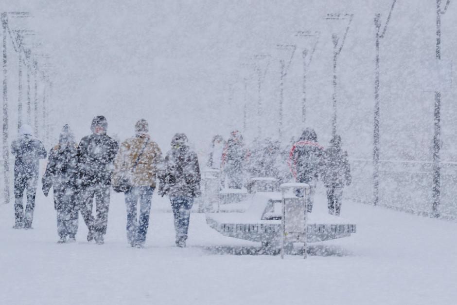 Intensywne opady śniegu. Jest ostrzeżenie dla dwóch województw