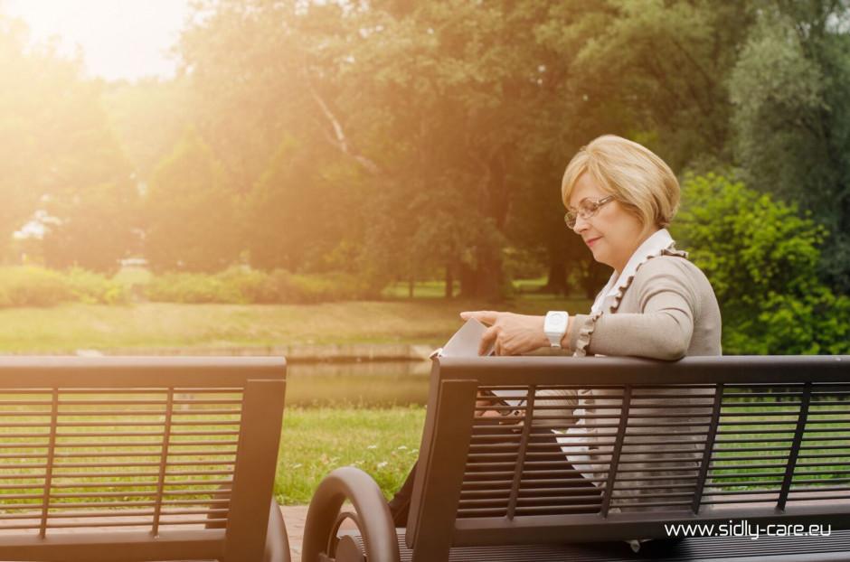 Polskie opaski telemedyczne dbają o zdrowie i życie seniorów
