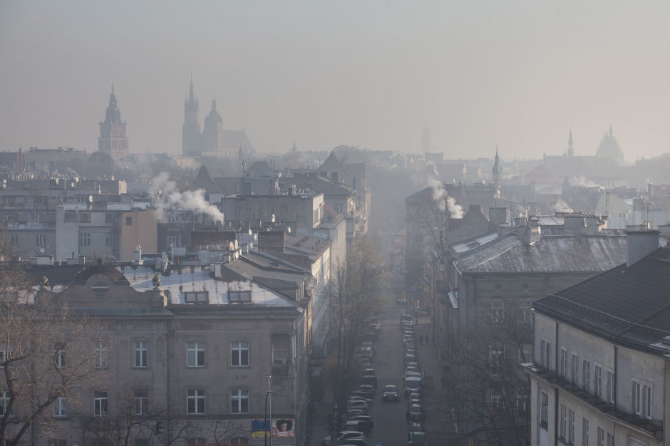 Smog jest istotnym wyzwaniem dla miast (fot. Shutterstock)