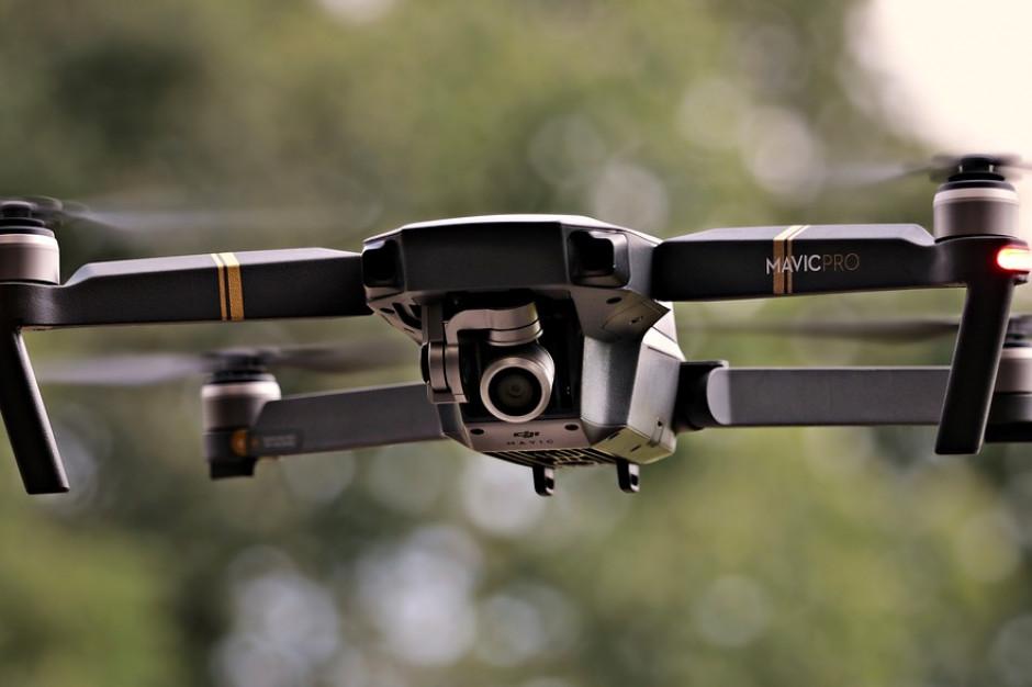 Przybywa dronów nad polskimi miastami. Monitorują kominy