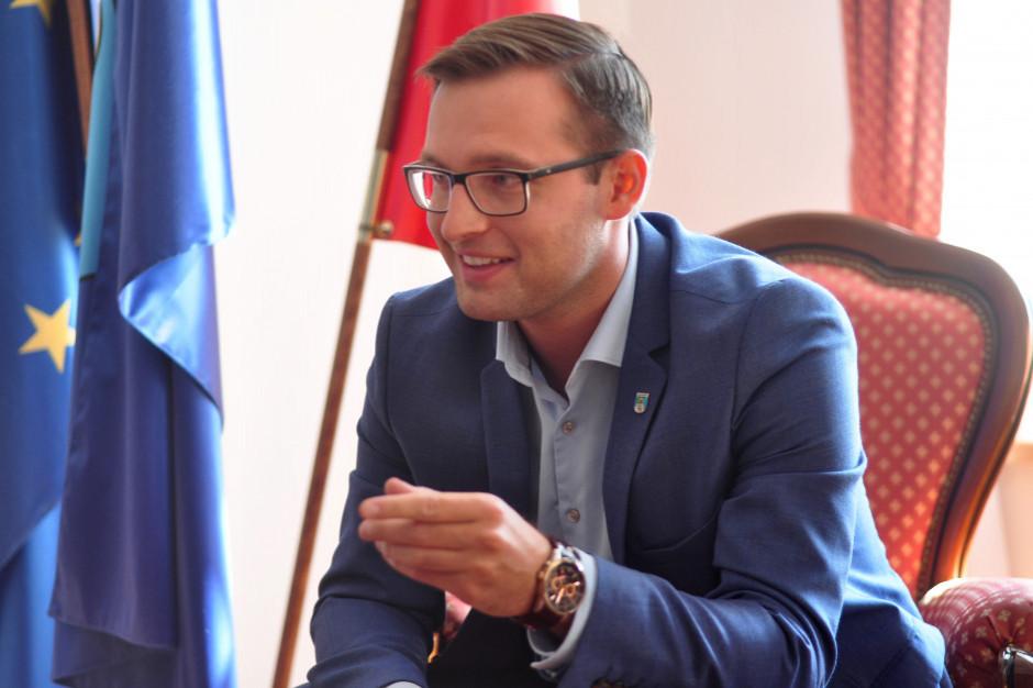 Prezydent Ciechanowa ma pomysł, jak zabezpieczyć finanse samorządów