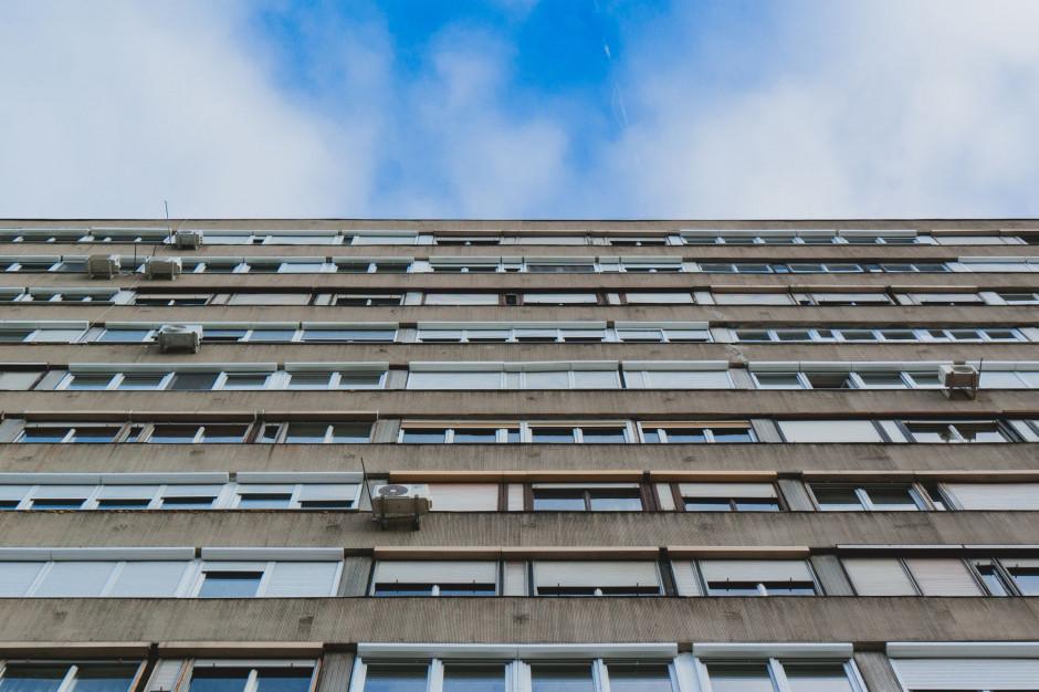 Mieszkania w wielkiej płycie w cenie
