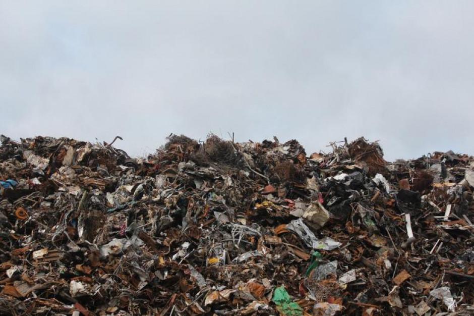 Akt oskarżenia dla 9 osób za nielegalne składowanie odpadów