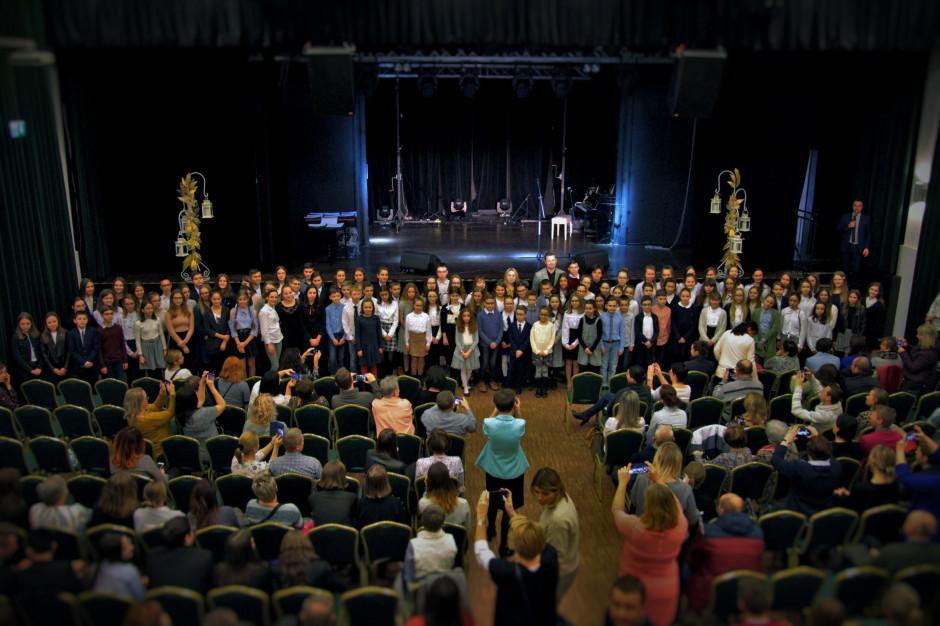 200 wspaniałych - prezydent Siemianowic Śl. wręczył stypendia najlepszym uczniom