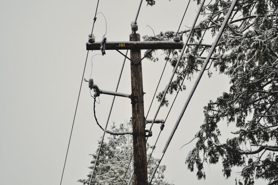 Pomorskie: Śnieg zerwał linie eneretyczne. Mieszkańcy bez prądu