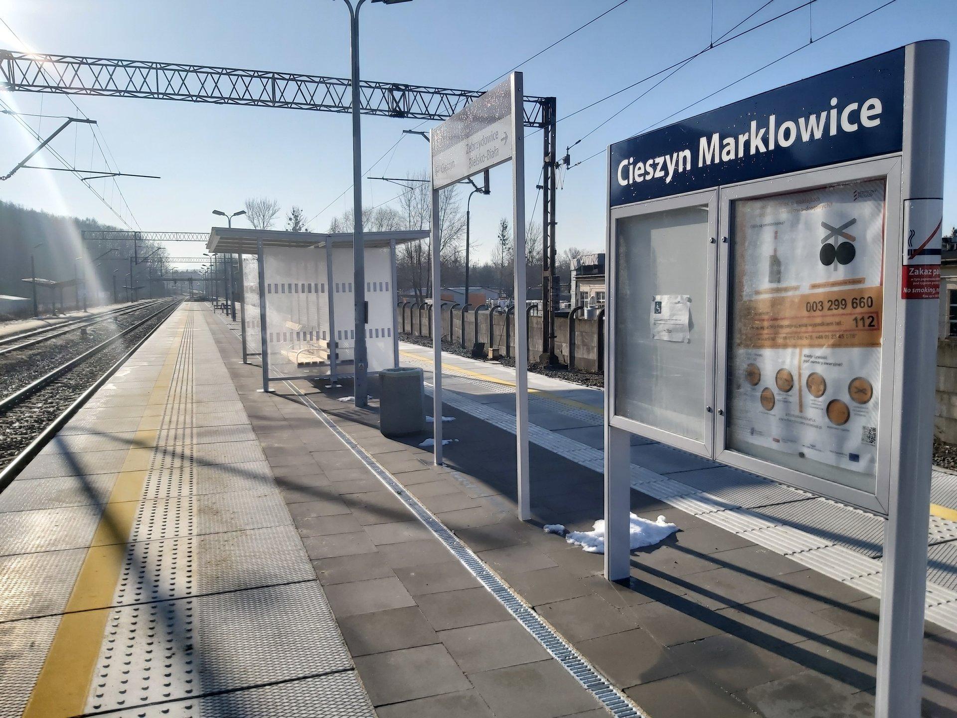 Na przystankach zamontowane zostały nowe wiaty, ławki oraz tzw. strefy czekania, czyli specjalne poręcze do odpoczynku na stojąco (fot. plk-sa.pl)