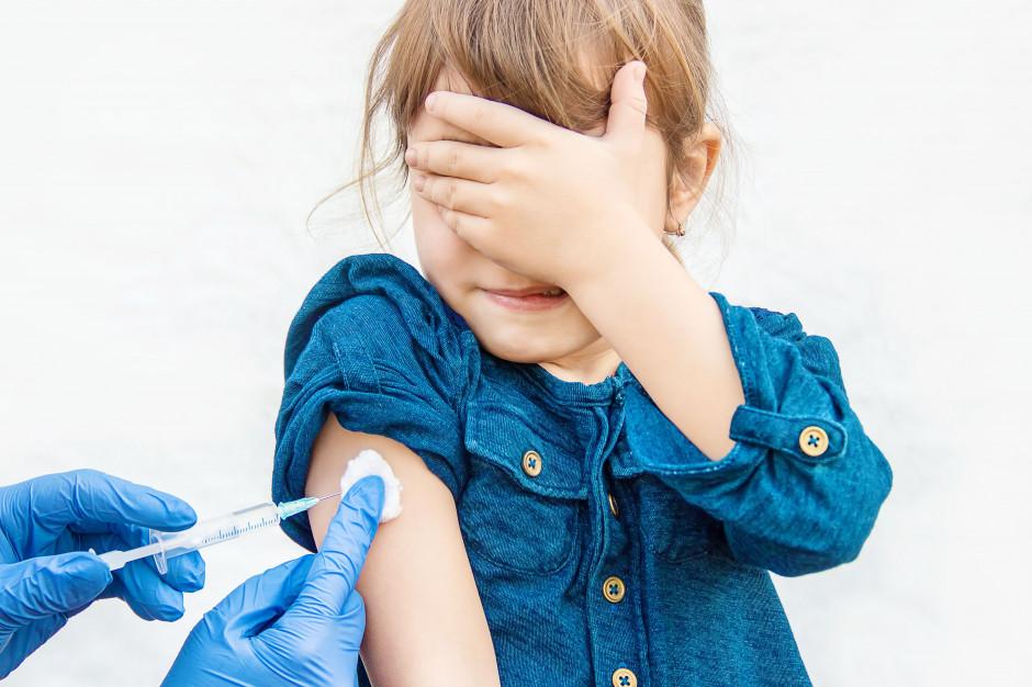 Zwolnione ze szczepienia są dzieci, u których występują przeciwwskazania do ich wykonania (fot. Shutterstock)