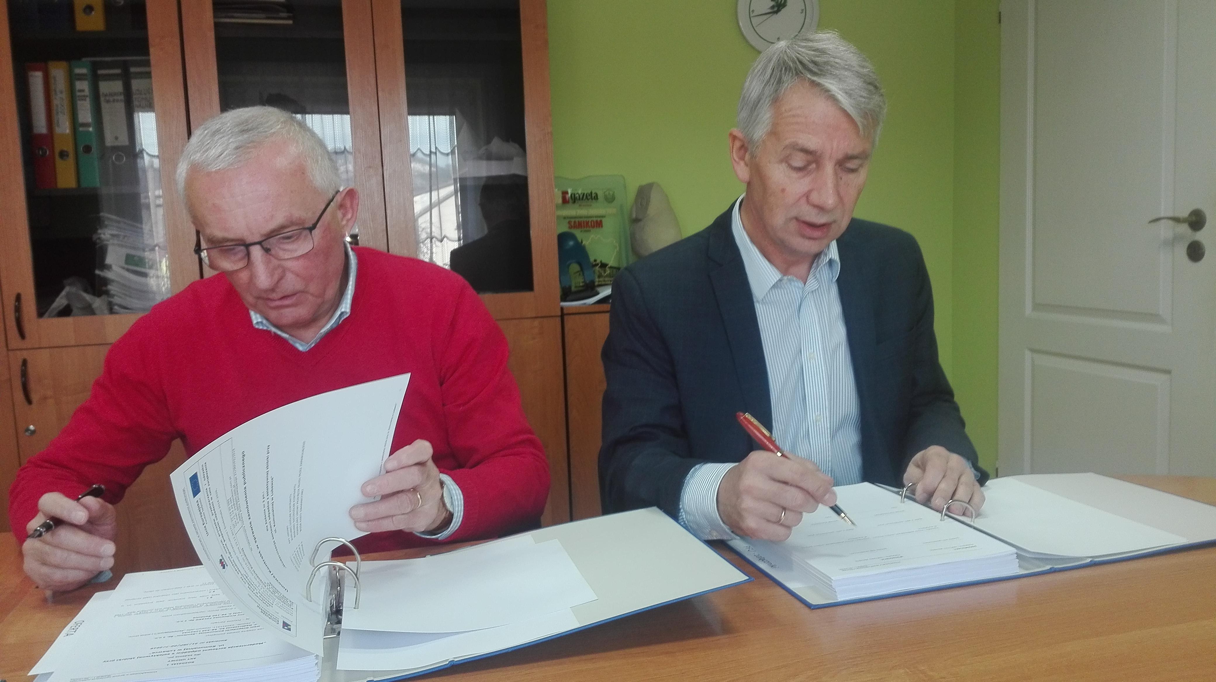 Umowę podpisali prezes Foleko Ireneusz Pałac oraz prezes Sanikom - Andrzej Wojdyła (fot. mat. pras. Mo-Ja Multimedia)