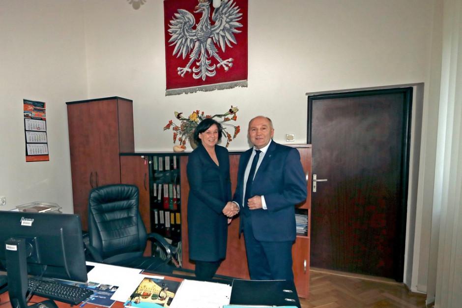 Burmistrz Trzebnicy mianował zastępczynię. Zrezygnował z oszczędności, bo pracy coraz więcej