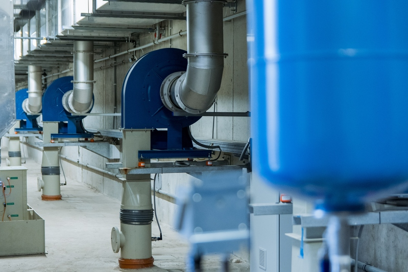 Płuczki chemiczne - w tych rurach odbywa się dwustopniowy proces oczyszczania powietrza (fot. gdansk.pl / Dominik Paszliński)