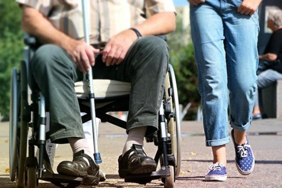 Asystenci wesprą osoby z niepełnosprawnościami