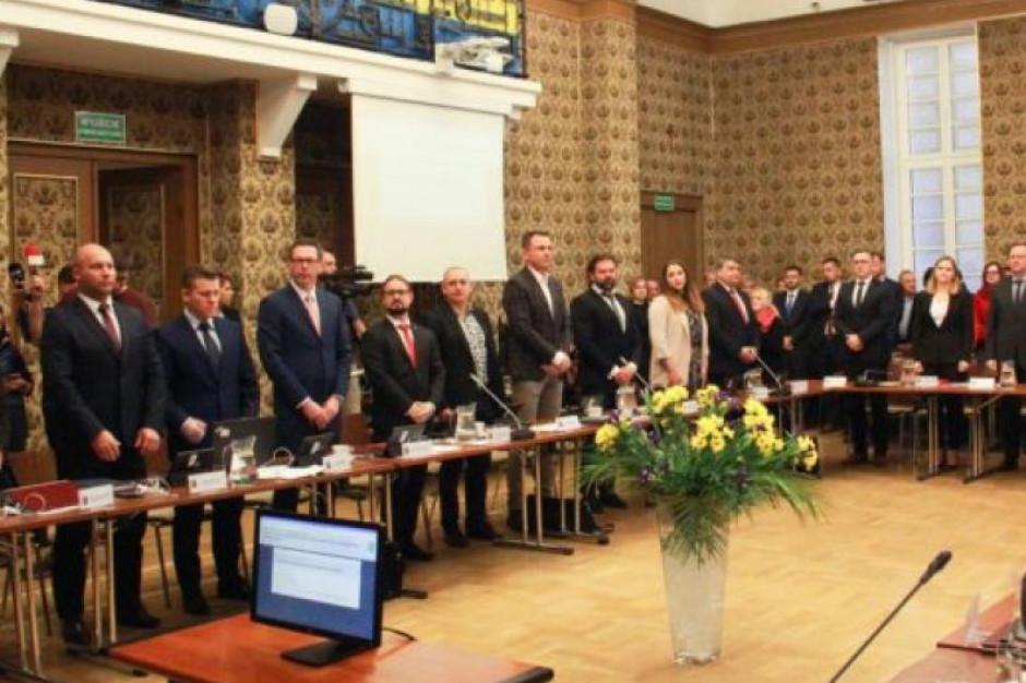 Rada miejska w Opolu nie zdążyła odwołać wiceprzewodniczącego. Sam zrezygnował